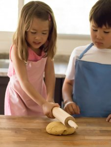 """Chinese egg noodles """"kneaded"""" by beating the dough with a rolling pin"""